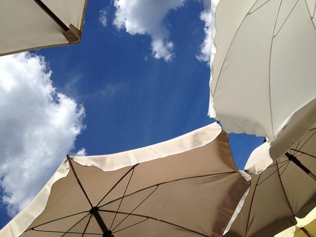 parasol-431532_640