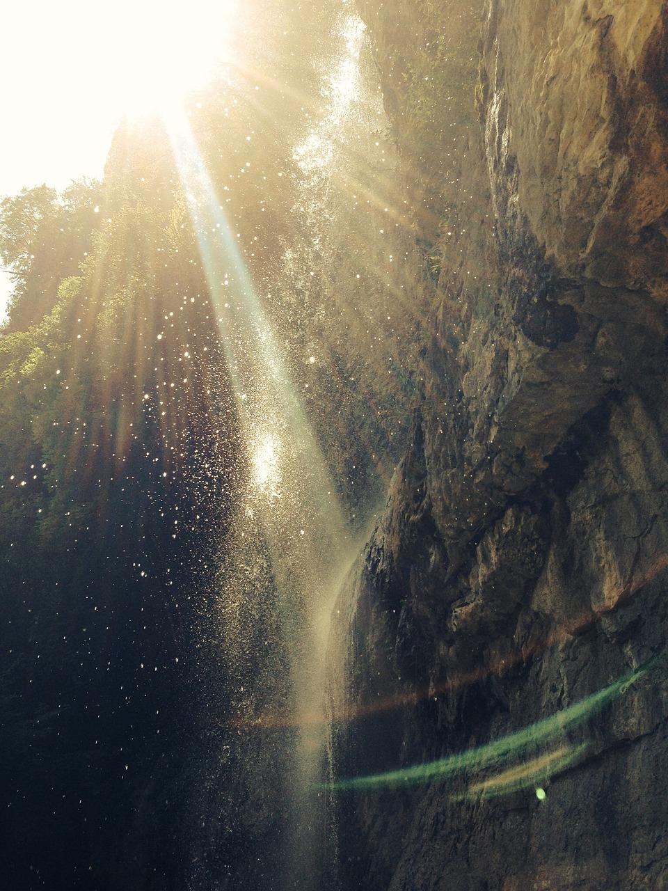 waterfall-918713_1280