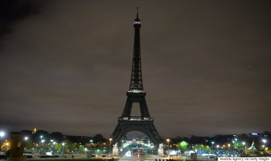 Eiffel Tower turns off its lights in respect for the victims of France terror attacks