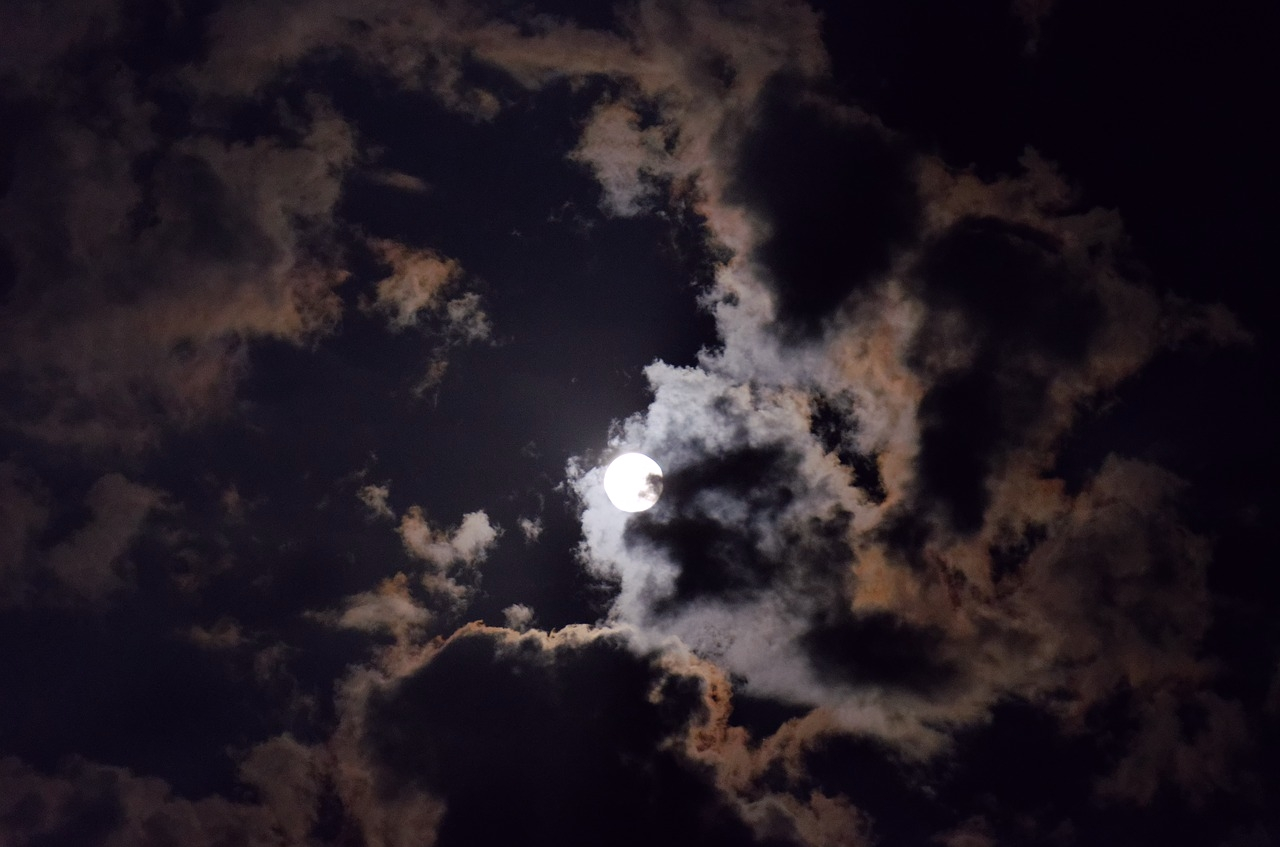 full-moon-2045174_1280