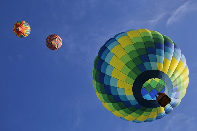 hot-air-balloons-1984308_640