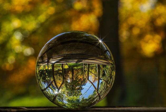 glass-ball-2235129_640