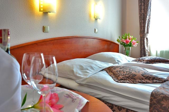 hotel-room-1261900_640